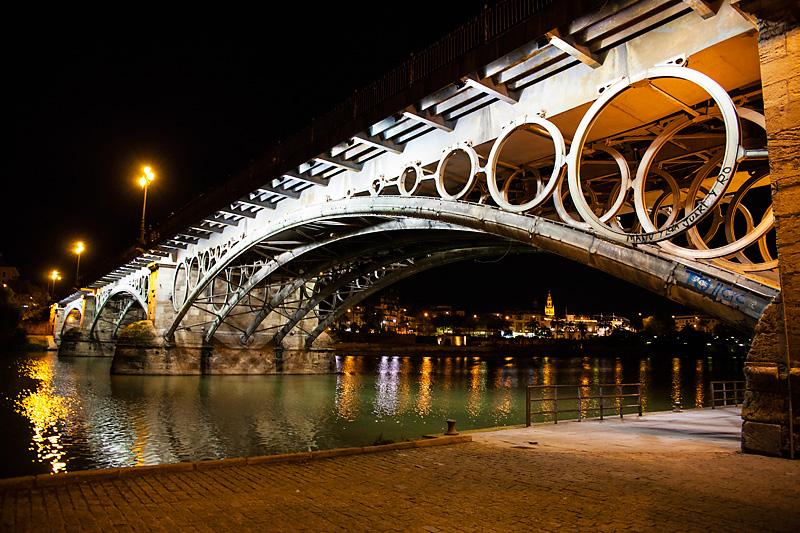 Most Puente de S. Telmo widziany z Triany