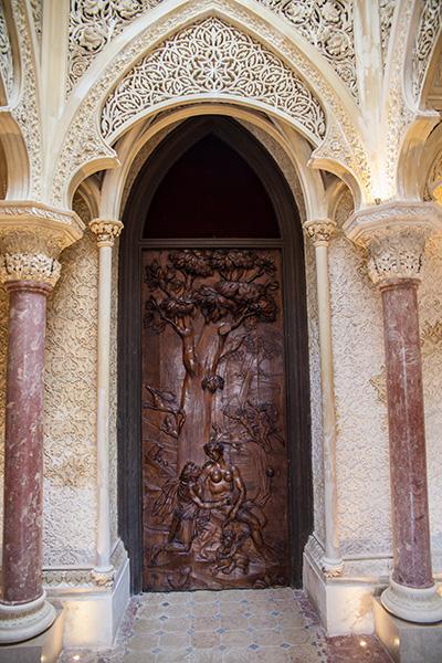 Drzwi do bilioteki w pałacu Monserrate