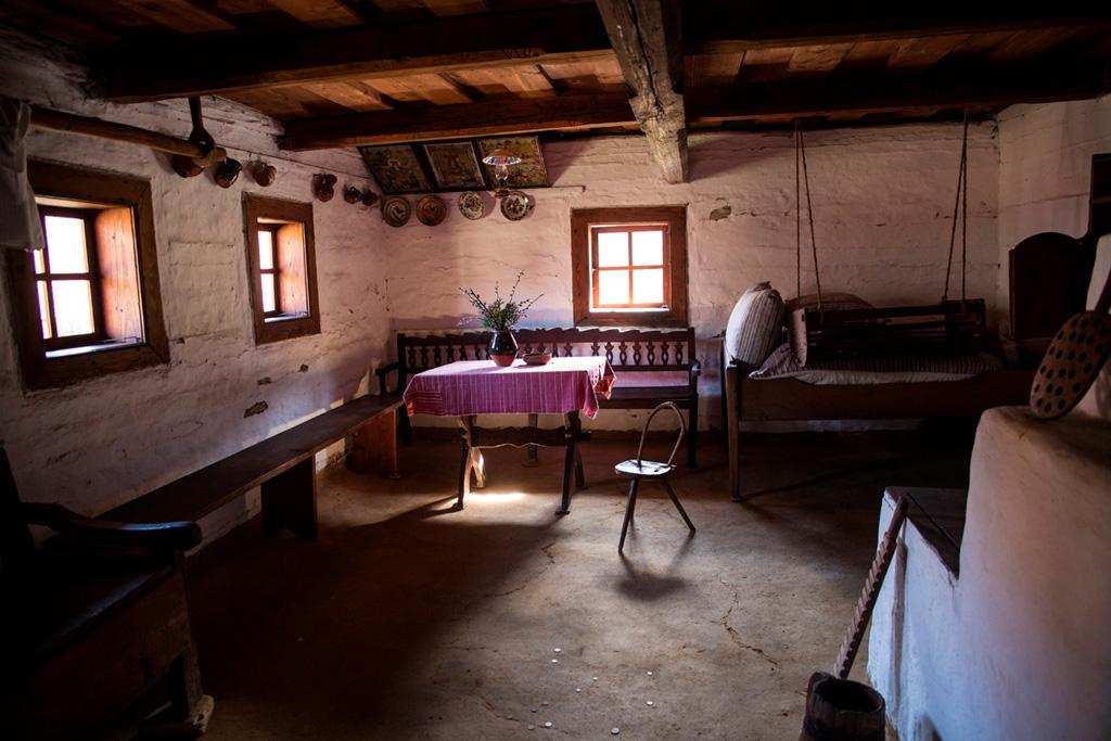 Bardejowskie Kupele - wnętrze chaty w skansenie