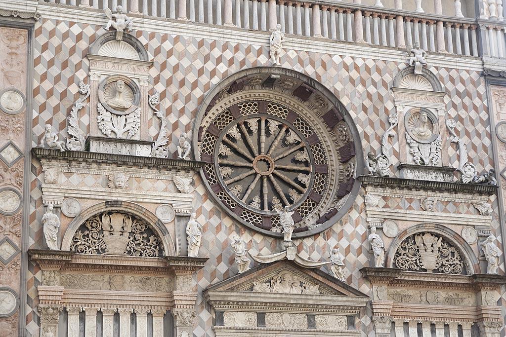 Elewacja bazyliki z oknem - rozetą
