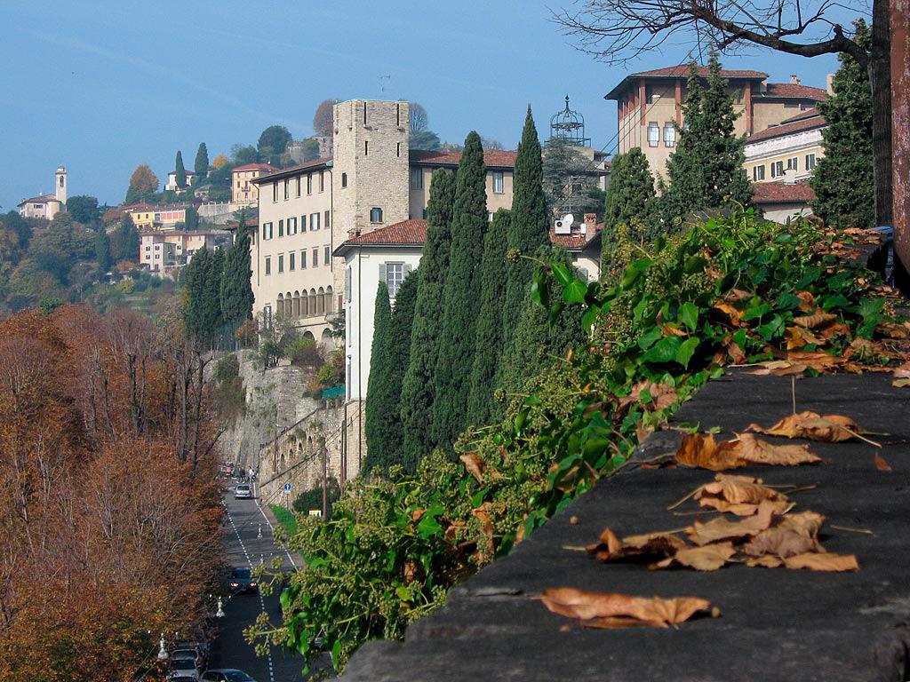 Widok na mury miejskie