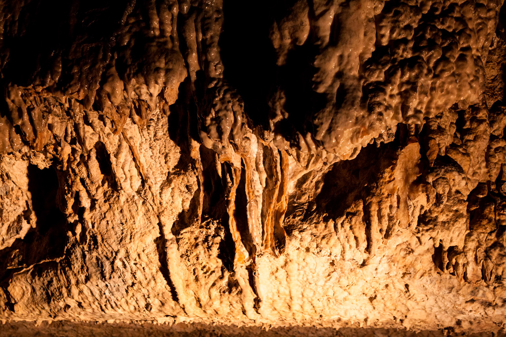 Demianowska Jaskinia Lodowa - fantastyczna szata naciekowa