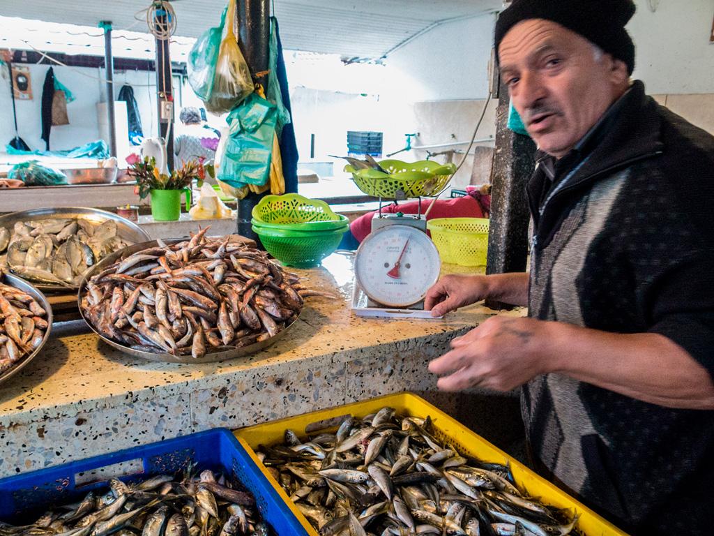 Na targu rybnym