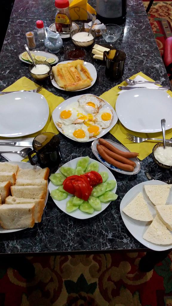 Śniadanie w Kutaisi, w Nona Guesthouse