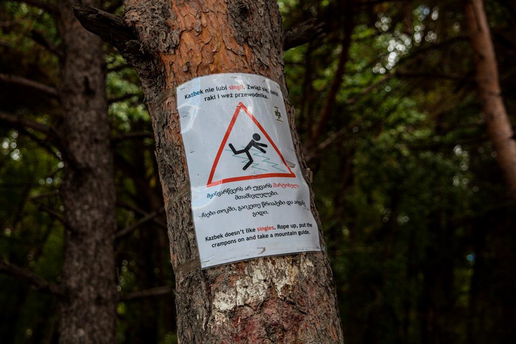 Kazbek nie lubi singli. W Gruzji nie istnieje ratownictwo górskie, więc ta informacja jest dość istotna.
