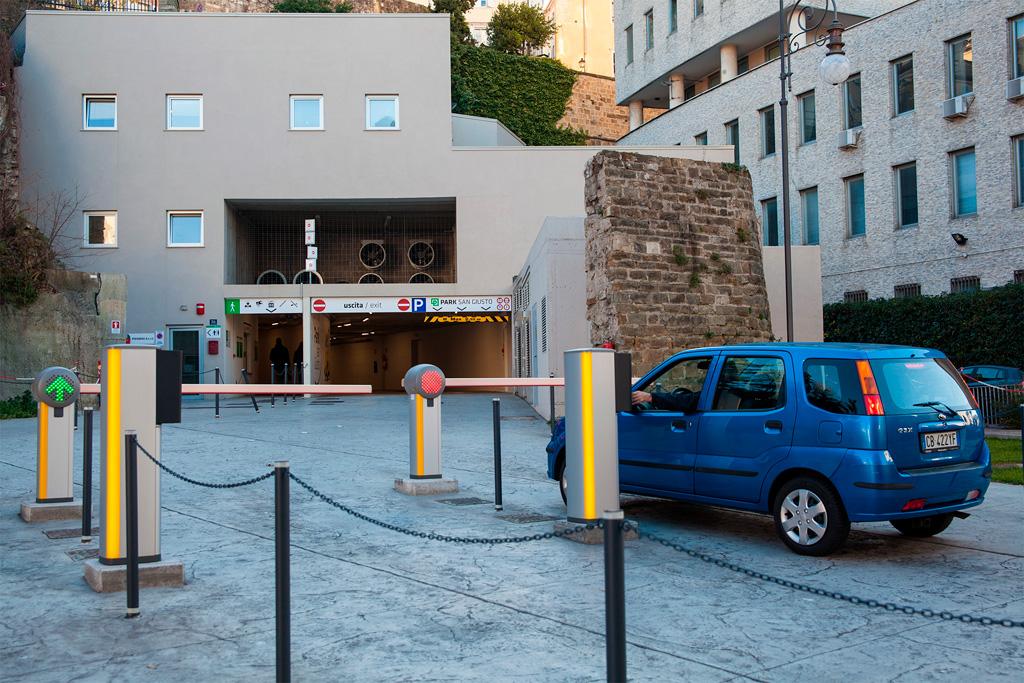 Kurcgalopkiem przez Triest jest ułatwione m.in przez ogól;nodostępny parking podziemny w centrum.