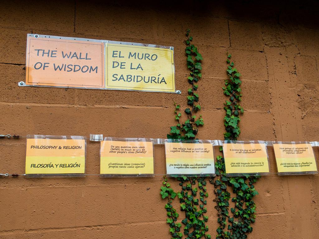 Hiszpański przed podróżą - napisy na murze