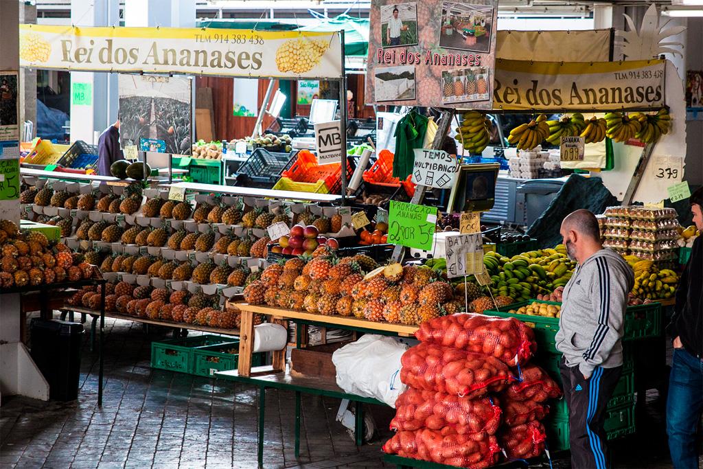 Azory, dobre jedzenie: lokalne ananasy