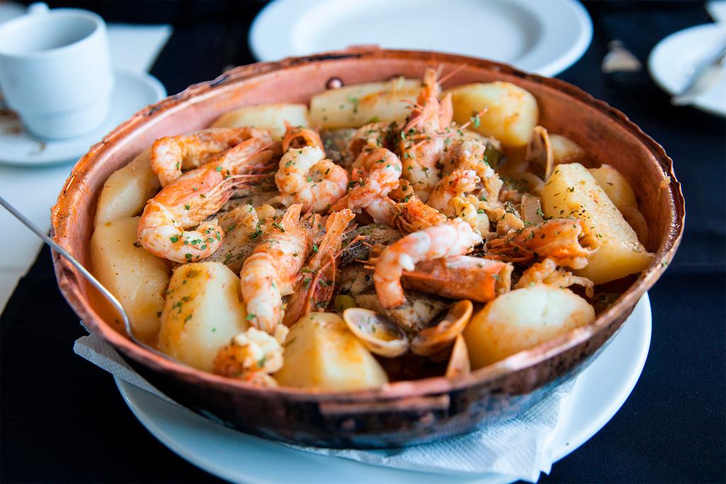 Azory, smaczne jedzenie: cataplana