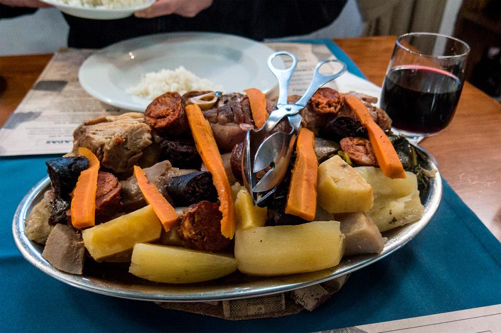 Azory, smaczne jedzenie: cozido das furnas