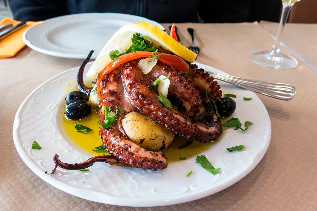Azory, dobre jedzenie: ośmiornica