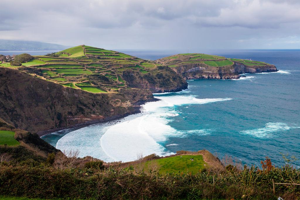 Azory - soczyste łąki tuż nad urwistym oceanicznym brzegiem