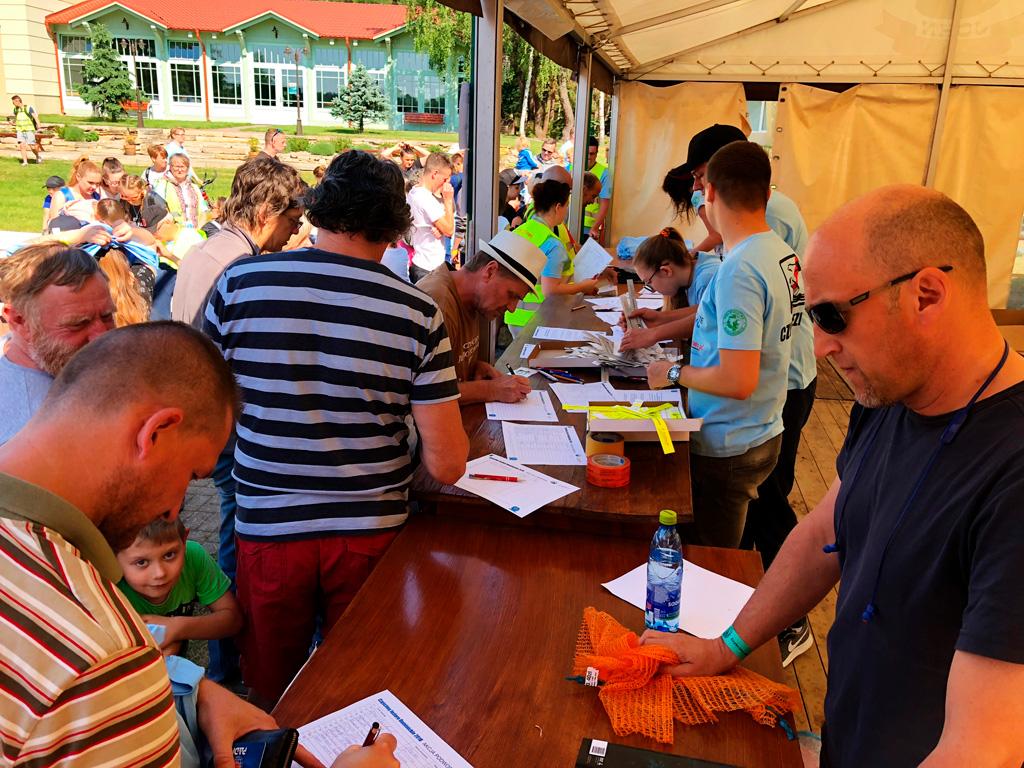Boszkowo - rejestracja uczestników akcji sprzątania jeziora