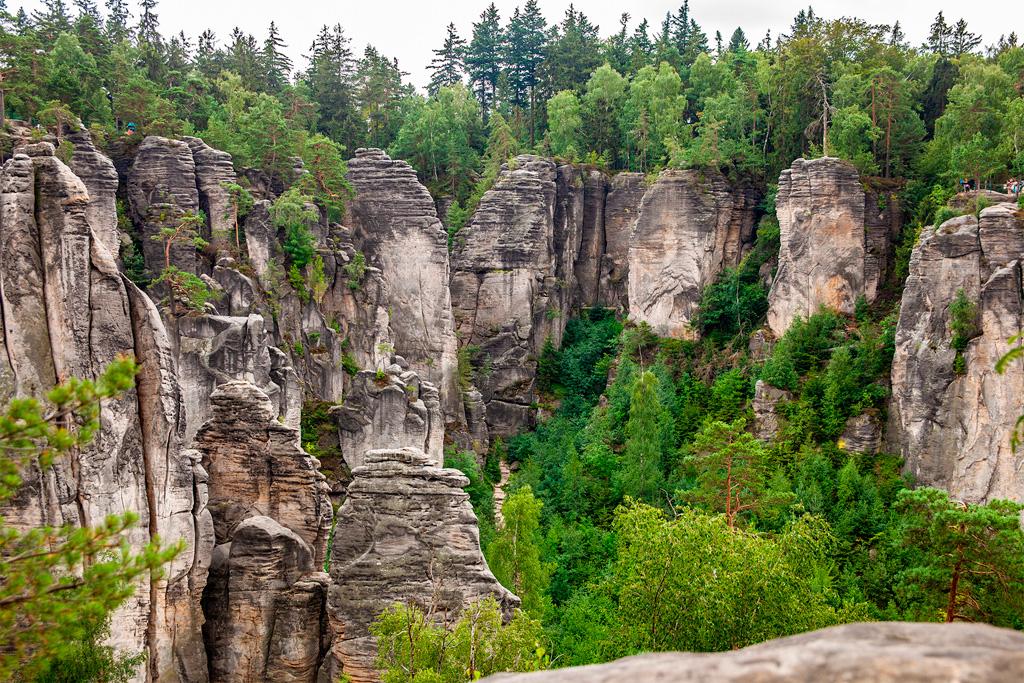 Czeski Raj - skalne miasto, czyli masa wysokich skał o pionowych ścianach
