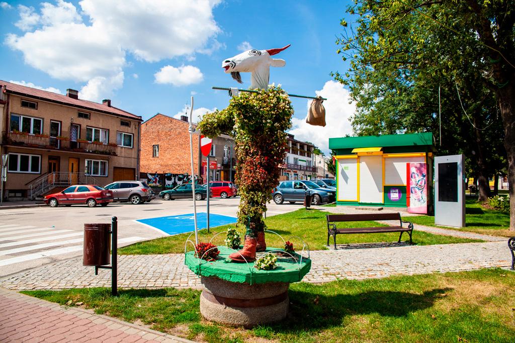 Pacanów - jedna z figurek Koziołka Matołka