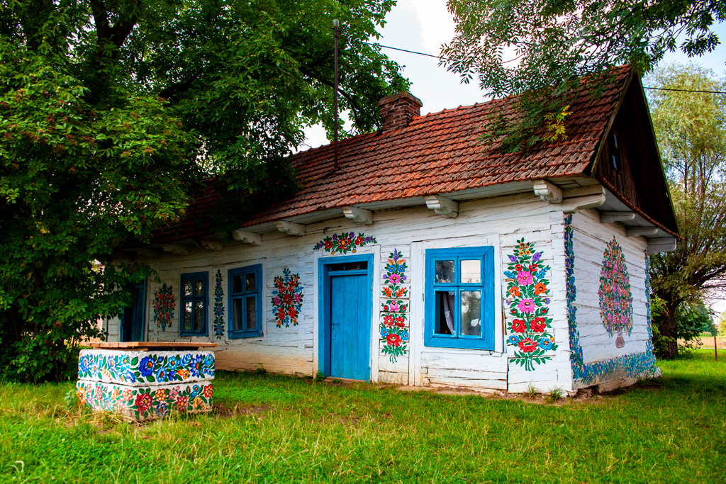 Zalipie - typowa malowana chata