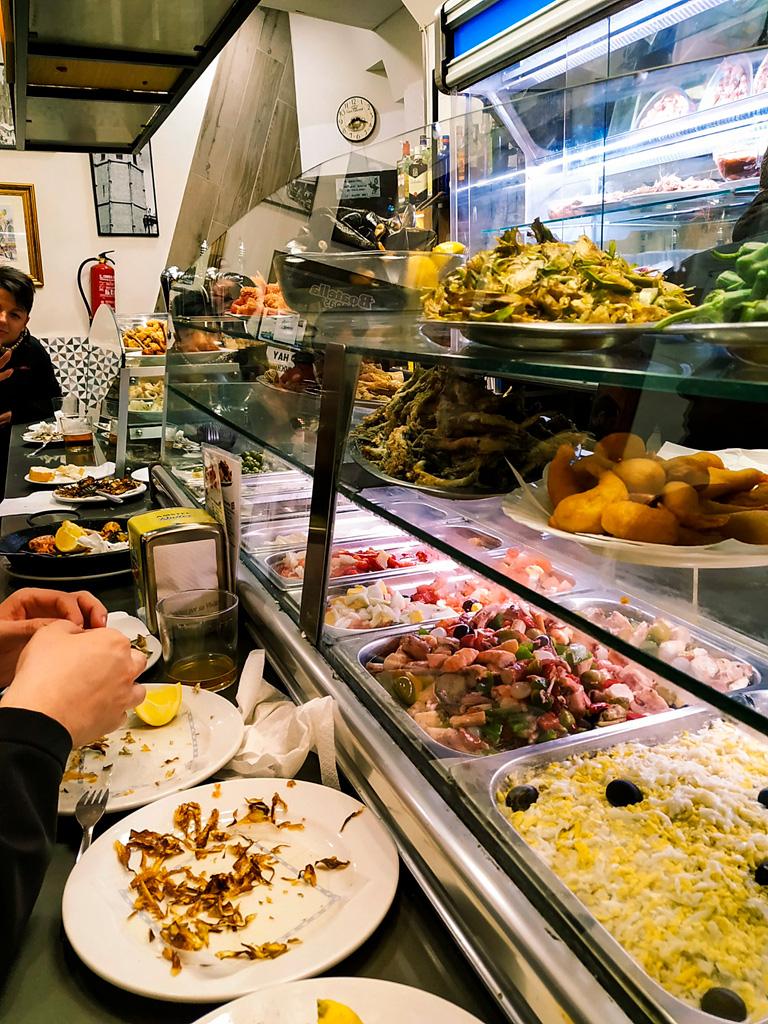 Co zjeść w Walencji? Przede wszystkim tapas w barze dla lokalesów!