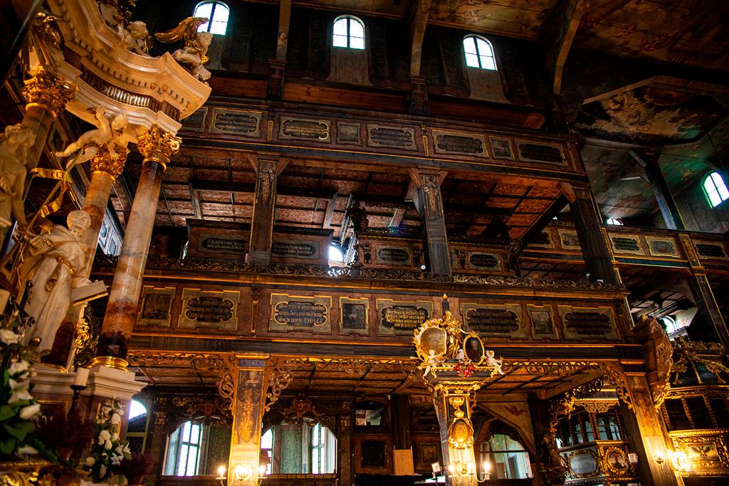 Kościół pokoju w Świdnicy - bogato zdobione balkony