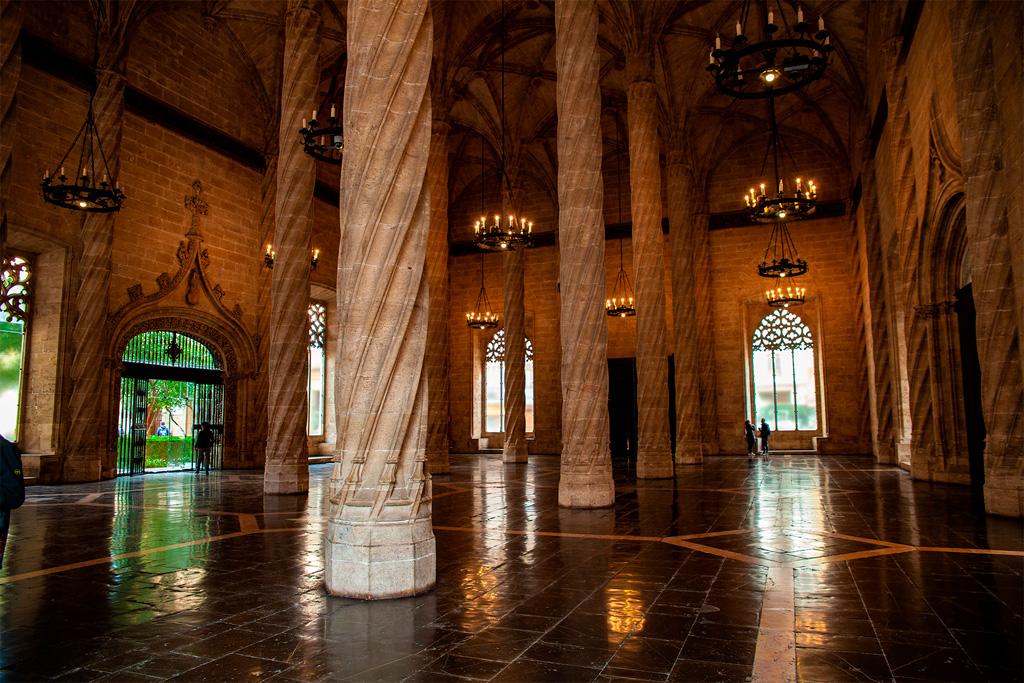 La Lonja de la Seda, główna sala – tu odbywał się handel