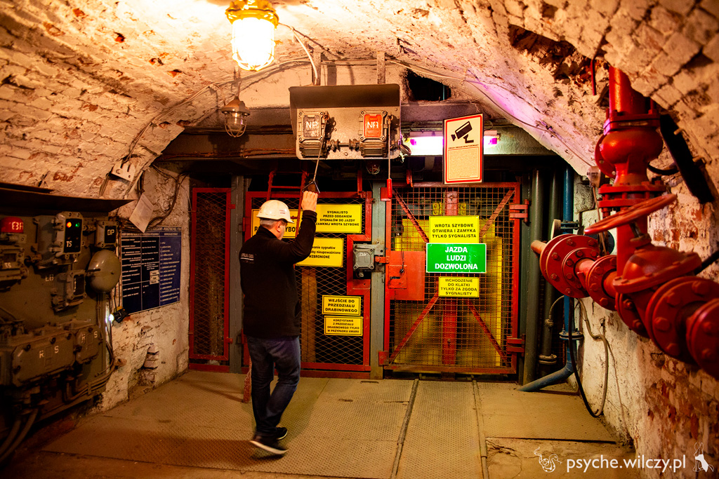 Kopalnia Gudio, poziom 170 m, miejsce zjazdu szoli czyli windy