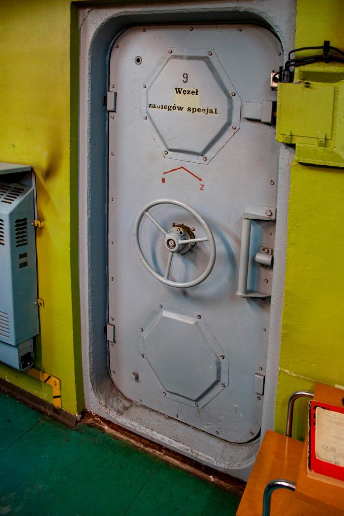 Obiekt Alfa - pancerne drzei zamykane na zasuwę