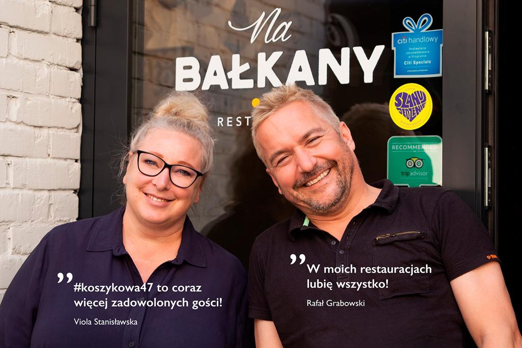 Na Bałkany - właściciele przed wejściem do restauracji