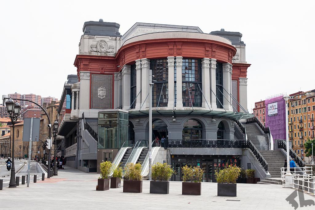 Budynek Mercado de la Ribera w Bilbao