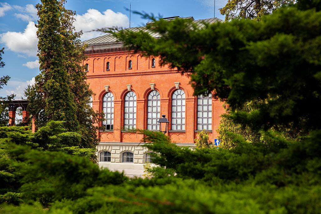 Filtry Warszawskie - budynki wśród zieleni