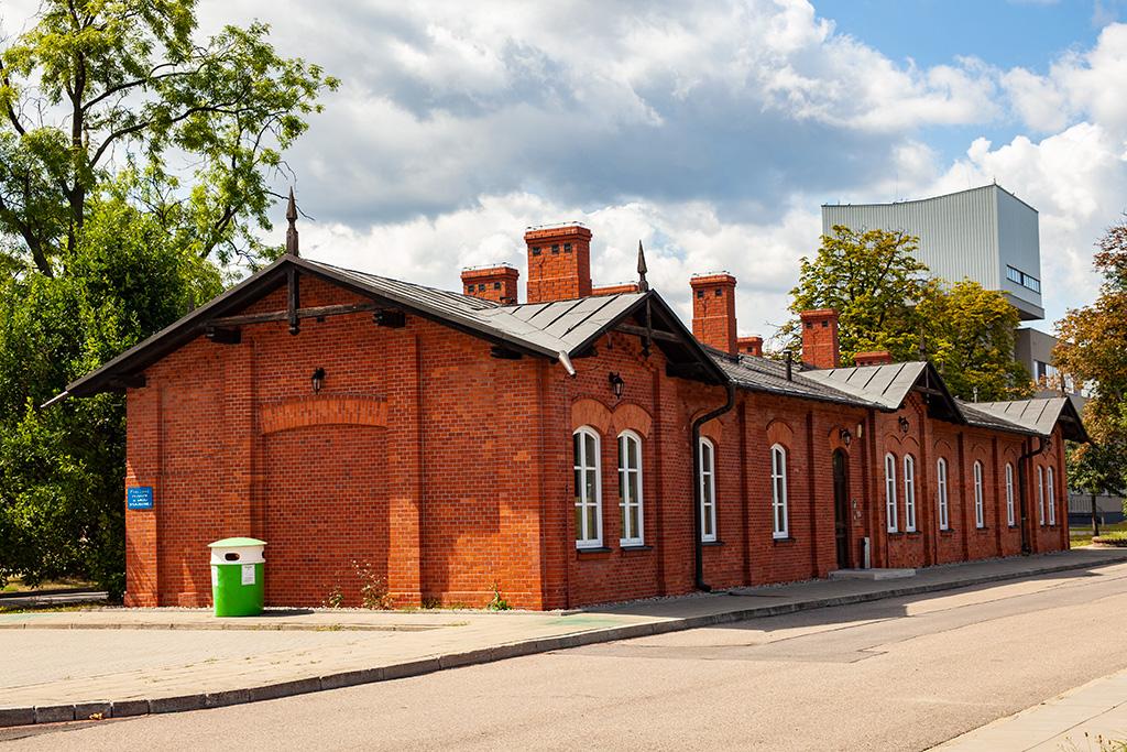 Filtry Warszawskie - zabytkowy parterowy budynek