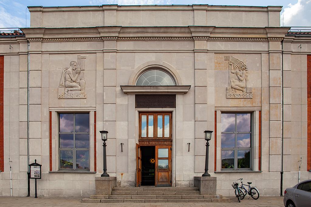 Filtry Warszawskie - modernistyczny budynek z lat 30-tych XX wieku