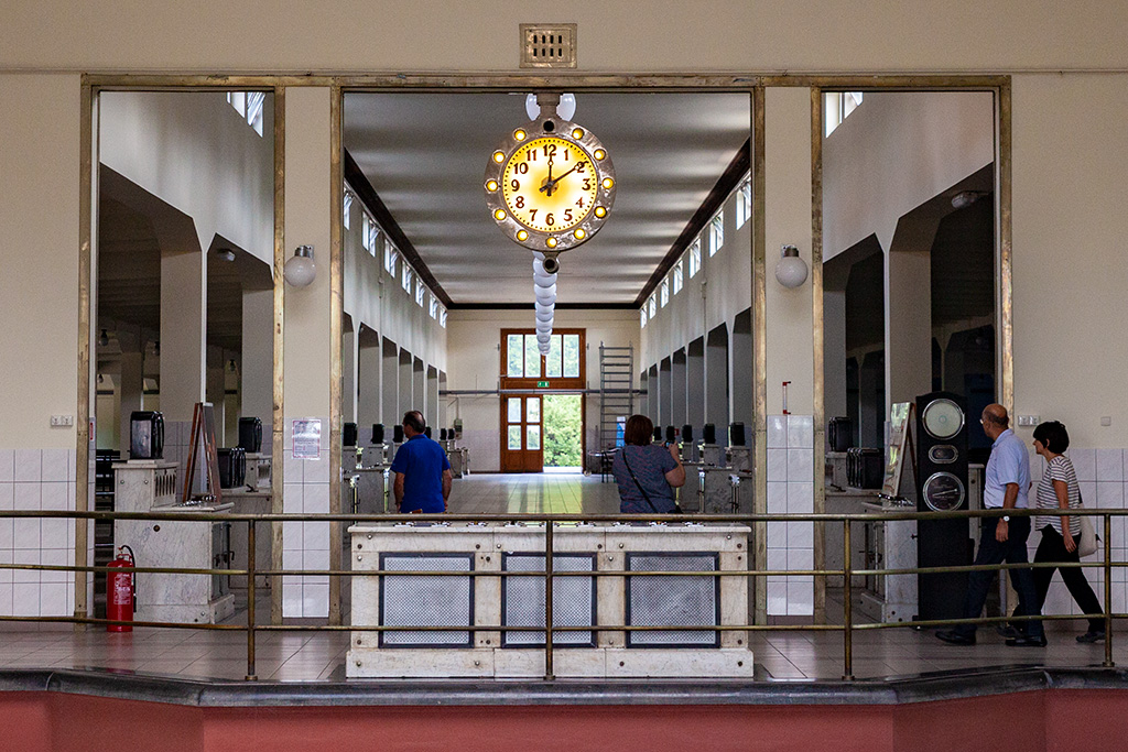 Filtry Warszawskie - zwiedzanie dość ascetycznego wnętrza budynku filtrów pospiesznych