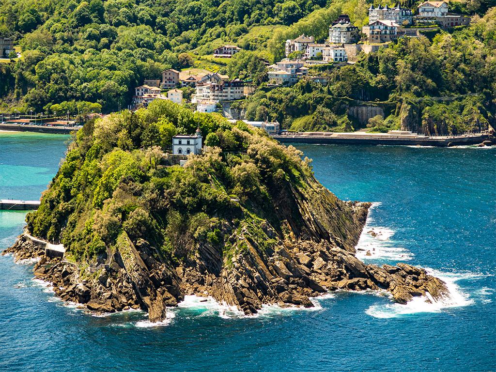 San Sebastian – wyspa na połączeniu zatoki La Concha z oceanem