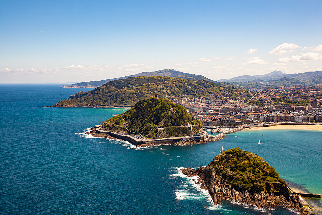 San Sebastian – widok z góry na zatokę i ocean