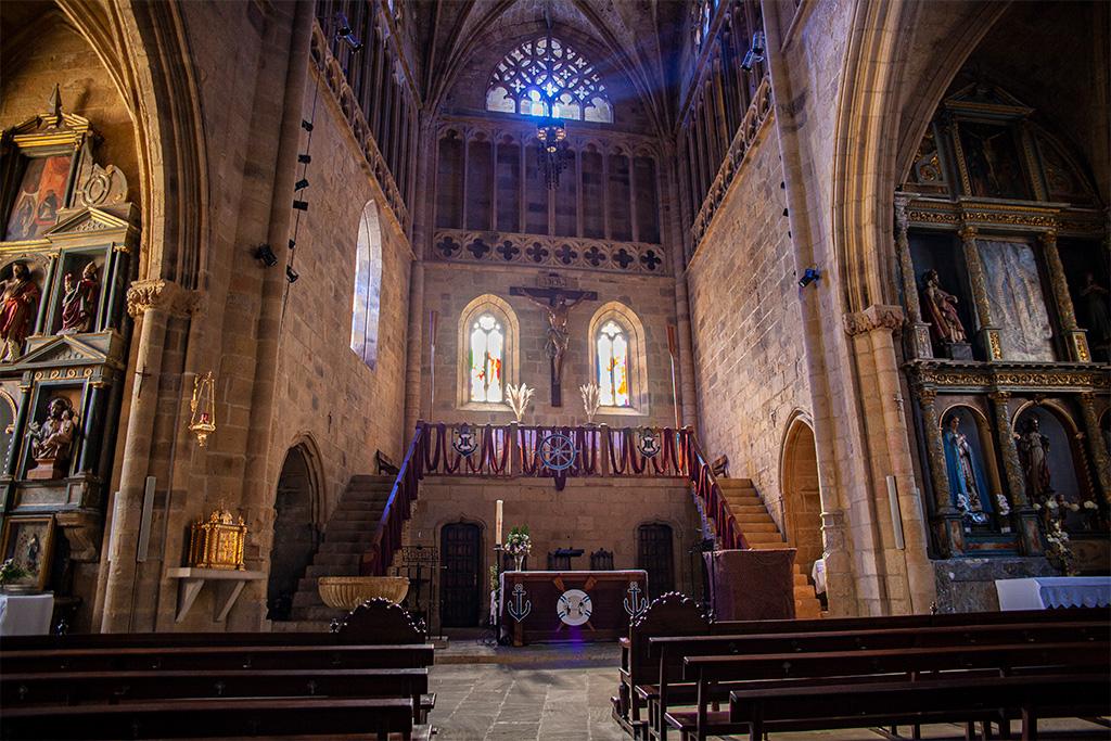 Kościółz krzywą podłogą