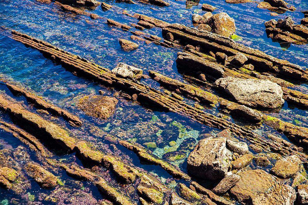 Okolice San Sebastian - przybrzeżne skały Zatoki Biskajskiej