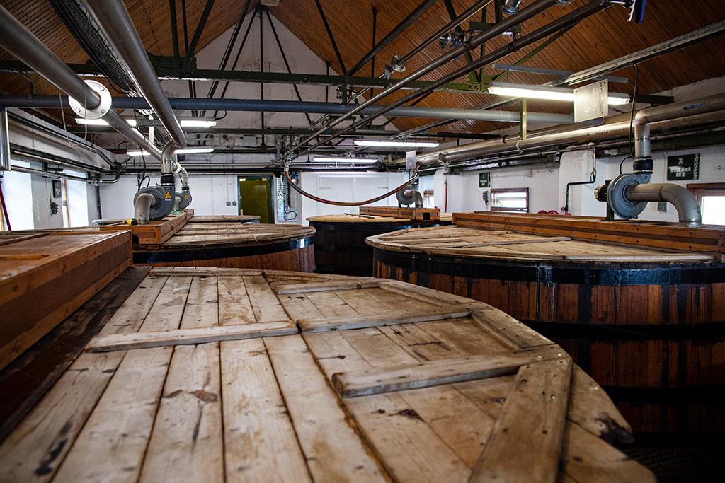 Jak powstaje Islay Single Malt – kadzie fermentacyjne