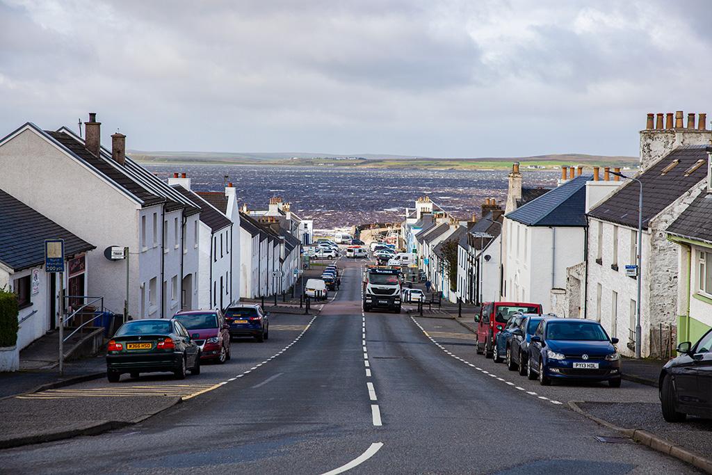 Widok sprzed kościoła w Bowmore
