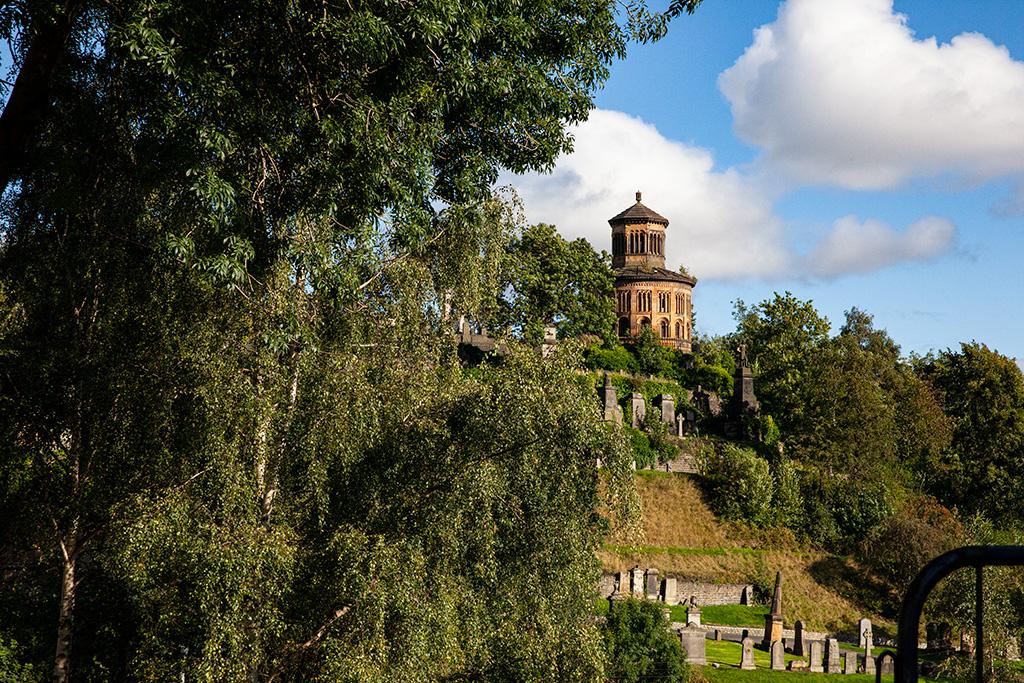 Widok na nekropolię z okolic katedry