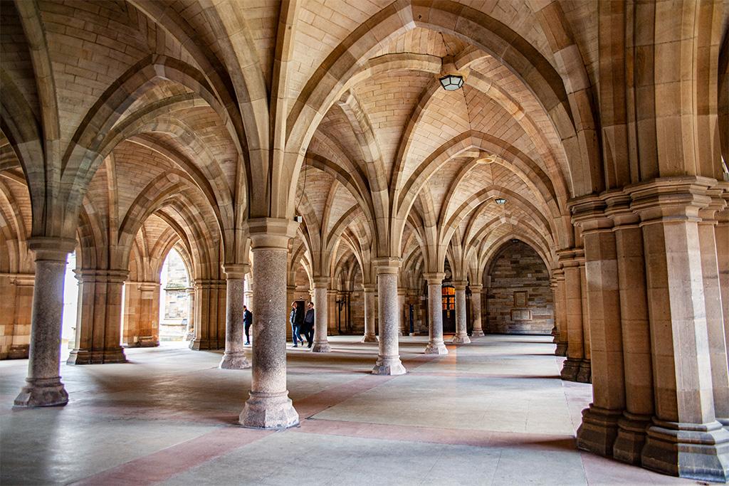 Co zobaczyć w Glasgow? Kolumnada w Glasgow University