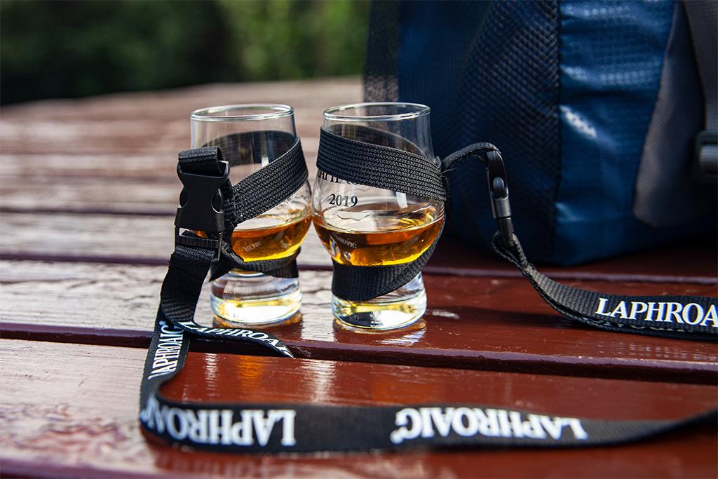 Szklaneczki do whisky na smyczkach. Degustowaliśmy różne whisky podczas całej wycieczki :)