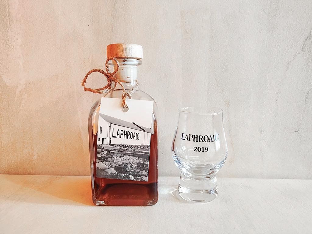 Buteleczka i kieliszek – pamiątka ze zwiedzania destylarni :)