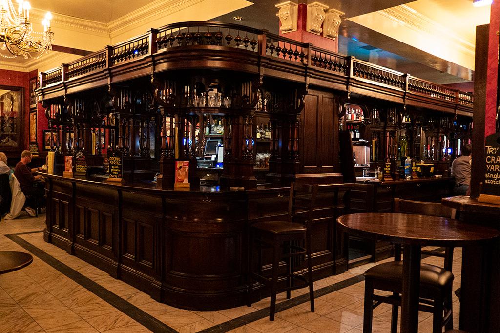 Co zobaczyć w Edynburgu - obowiązkowo tradycyjny pub!