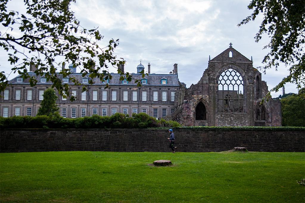 Co zobaczyć w Edynburgu - pałac i ruiny opactwa Hollyrood