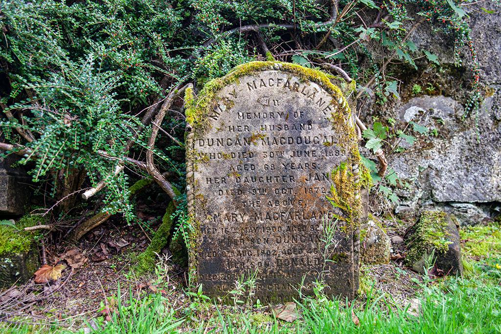 Płyta nagrobna na cmentarzu w Arrochar