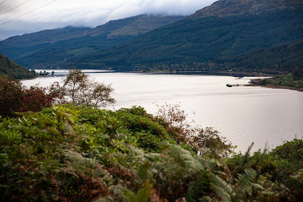Jezioro Loch Long i stara torpedownia