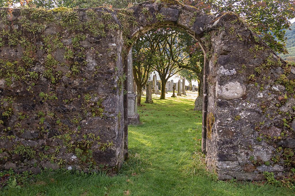 Tajemnicze przejście na cmentarzu w Arrochar