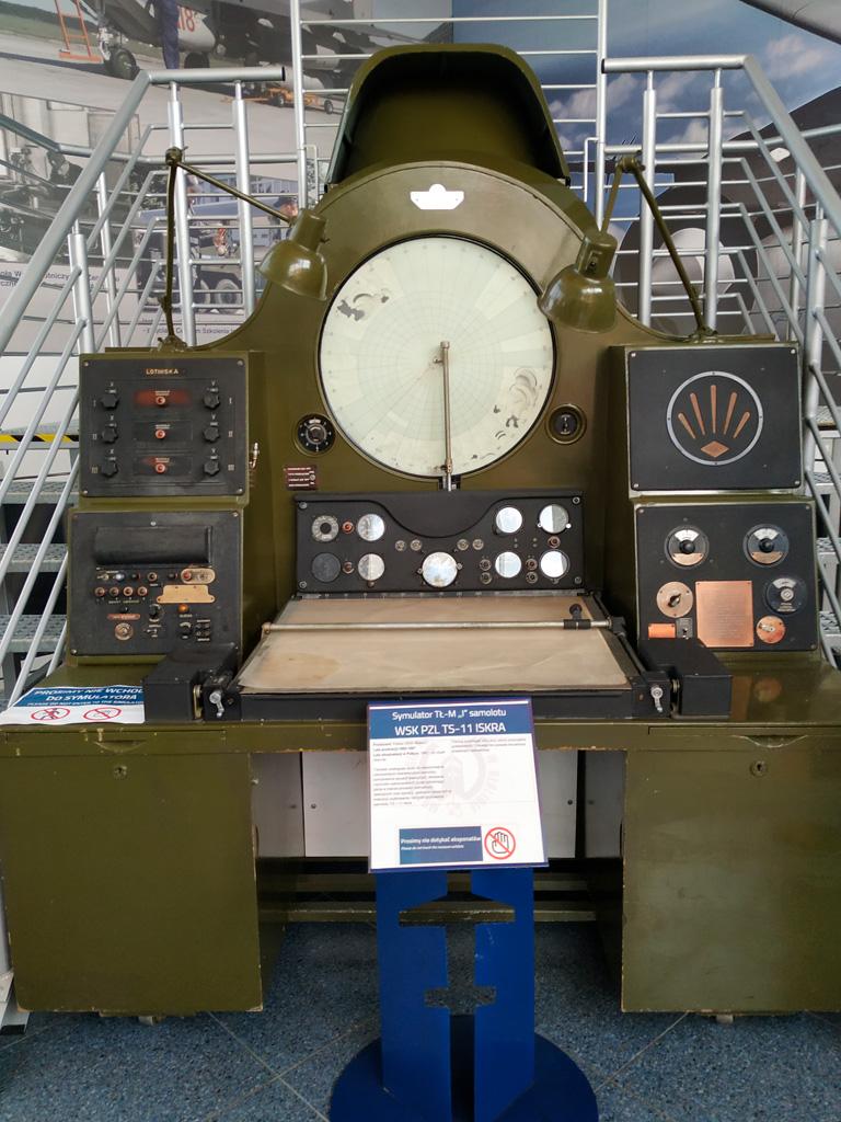 Muzeum Sił Powietrznych – symulator samolotu WSK PZL TS-11 Iskra