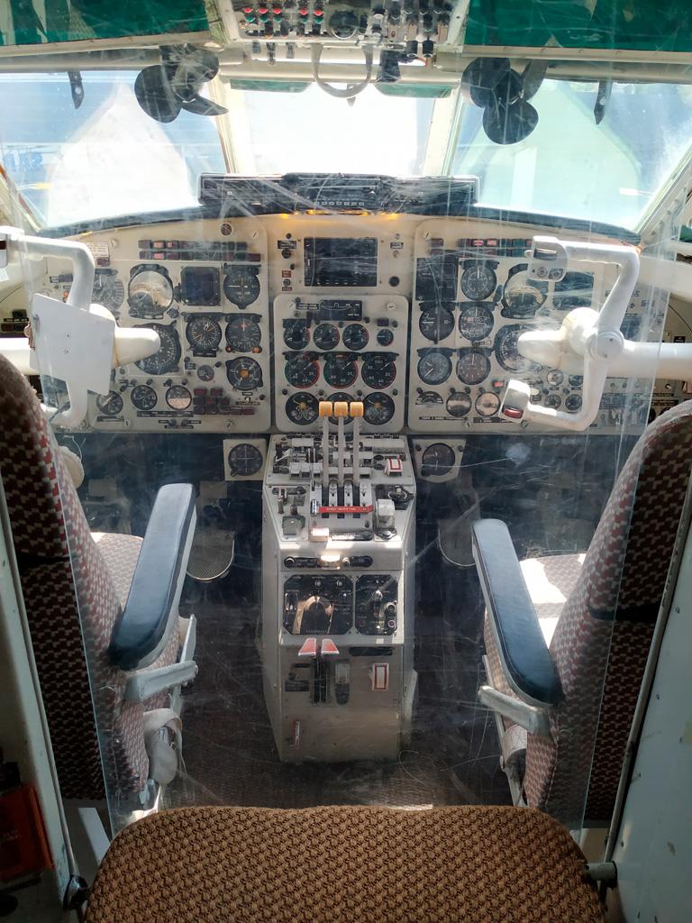 Samolot rządowy w środku - kabina pilotów