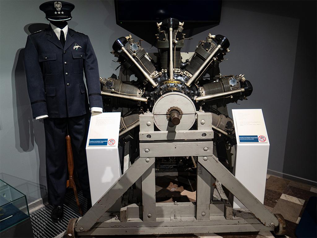Silnik Pegaz II M2 w muzeum w Dęblinie