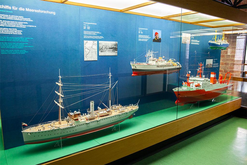 A także dużo modeli różnego rodzaju statków